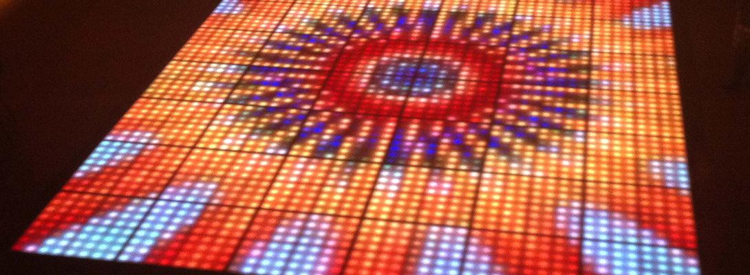 dansen-op-een-lichtgevende-led-dansvloer