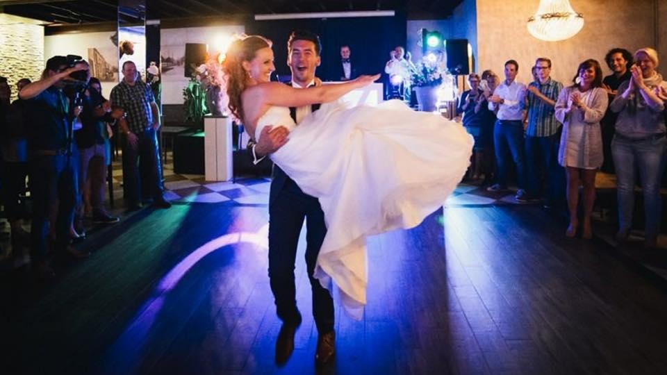 kerumerk trouwen, ntbo, nederlandse trouwbranche organisatie, bruiloftdj, huwelijkdj, huwelijksdj, bruiloftartiesten, brruiloftartiest, djopjebruiloft